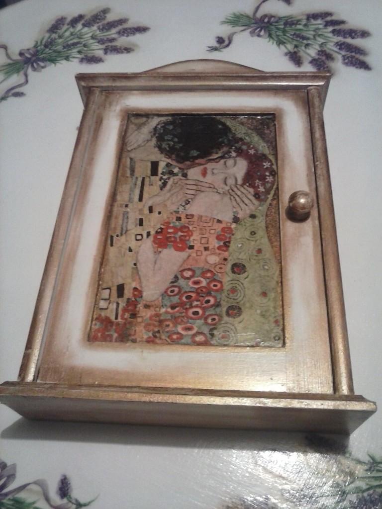 Mój decoupage - skrzyneczka na klucze z ukochanym Klimtem