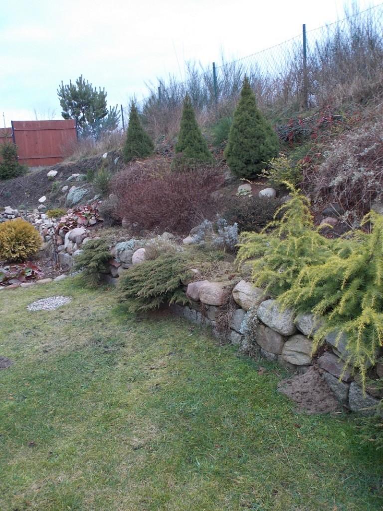Pozostałe, Ogród zimą - skarpa w ogrodzie