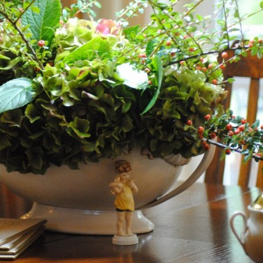 .....przyszła i natychmiast zaciągnęła kurtynę deszczu i chłodu :( Mam jednak nadzieję ,że złota,polska jednak nas trochę jeszcze porozpieszcza :)  Tymczasem zapraszam na jesienną herbatkę imbirową w towarzystwie bukietu z resztek hortensji :)