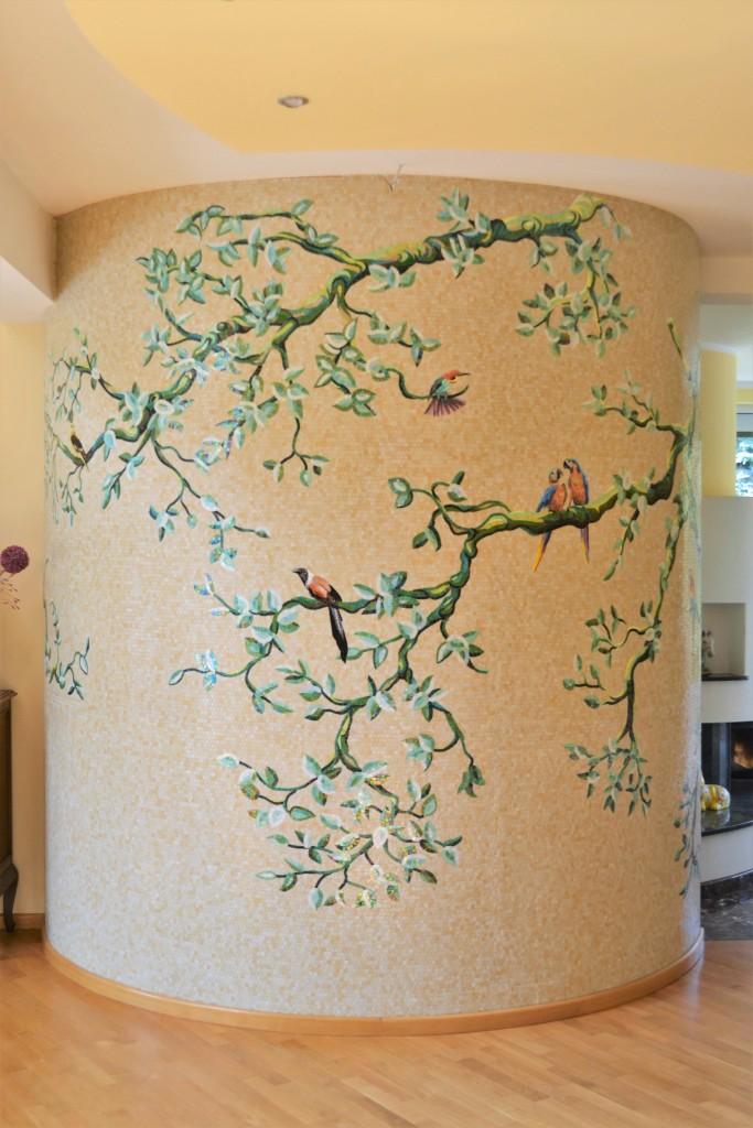 Salon, Bajkowe Drzewo - Dekoracja ścienna z mozaiki szklanej wykonana przez pracownię mozaiki artystycznej Mosaico Arte e Mestieri.