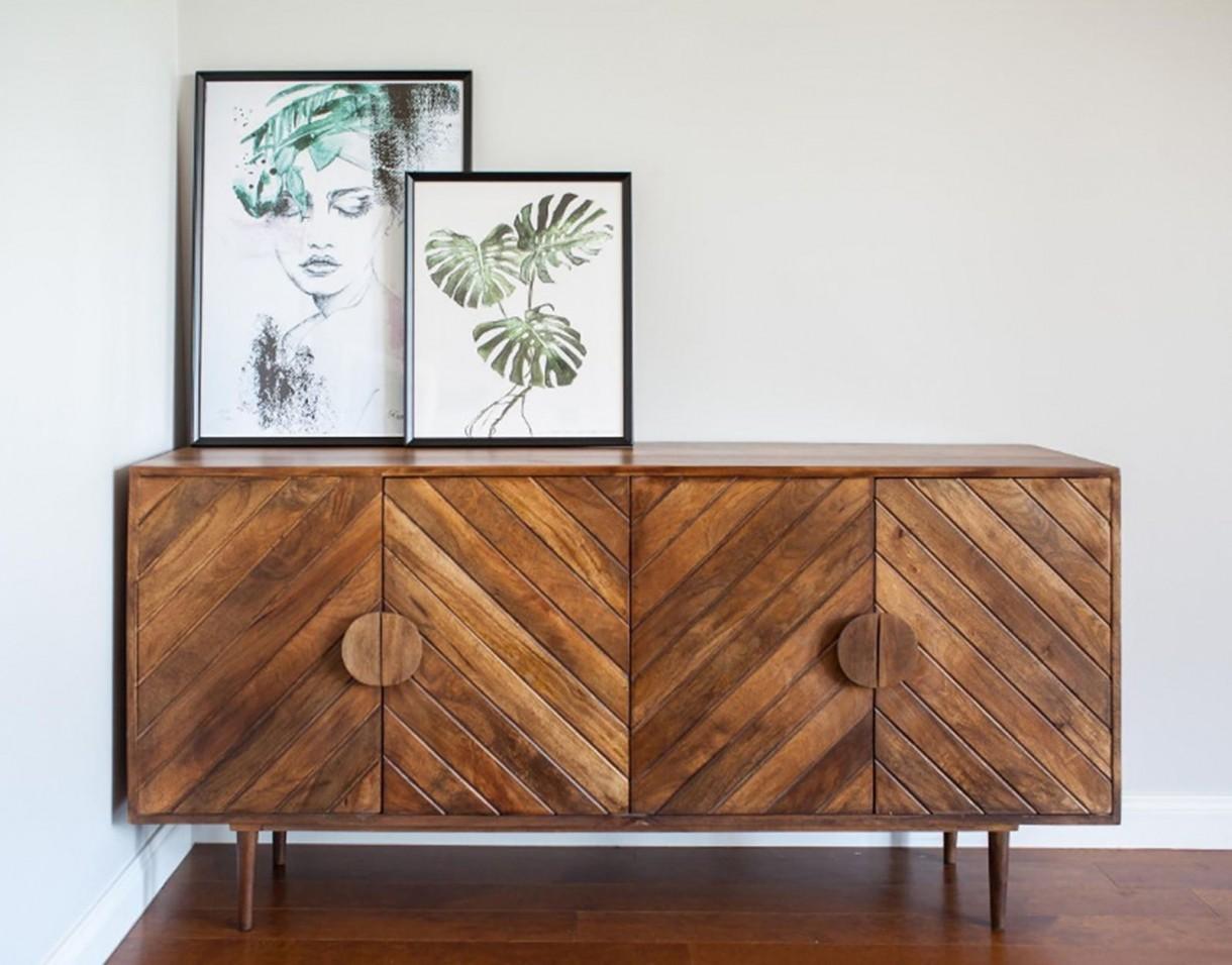 Pozostałe, Table4U, czyli egzotyczne drewno wchodzi na salony - Produktom Table4U wyjątkowości dodaje fakt, że są produkowane z wytrzymałych surowców o znakomitych walorach wizualnych. Marka wykorzystuje m.in. mango indyjskie, palisander indyjski i drewno akacjowe, które znane są ze swojej urody i wysokiej jakości. Na szczególną uwagę zasługuje także oryginalne wzornictwo nawiązujące do stylistyki retro z nowoczesnym twistem. Wyważony design doskonale współgra z niewątpliwym urokiem naturalnego drewna!  Cała linia unikatowych mebli Table4U dostępna jest w 9design.  materiał prasowy