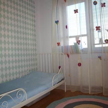 pokój dla córek w skandynawskim stylu