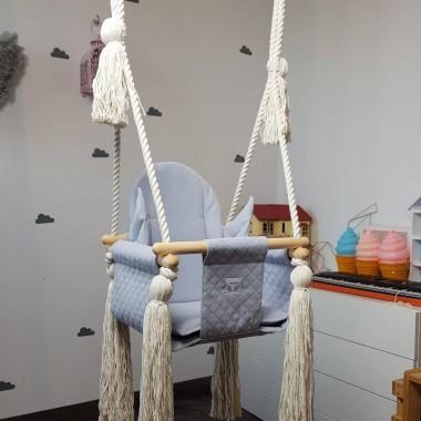 Huśtawka domowa dla dzieci w kolorze szarymDostępna w naszym sklepie online bogatewnetrza.pl