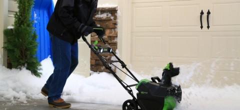Jak walczyć ze śniegiem i nie zabić ogrodu