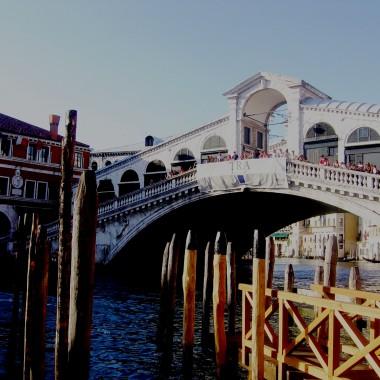 Moje drogie dekorowiczki w tym roku spędziłam naprawdę cudowne chwile we Włoszech. Nie mogę się powstrzymać przed wstawieniem tej galerii, dlatego uwiecznię te dwa tygodnie właśnie tutaj wśród pięknych wnętrz i wspaniałych ludzi. Buziaki dla wszystkich&#x3B;* Zaczynam i kończę na Sorrento, ale w środku również Rzym, Wenecja, Pompeje i Wezuwiusz&#x3B;) Neapol i Watykan zostawię na deser:) Na koniec chcę podzielić się z wami moimi odczuciami i powiedzieć, że na stworzenie takiej galerii czekałam od momentu, w którym się tu zalogowałam. Miłego oglądania:*