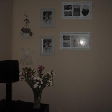 powolutku kupuje rameczki i dekoruje nimi ścianę .......teraz dołączyły do nich serduszka i aniołeczek....jak myślicie kochane pasują do ramek..