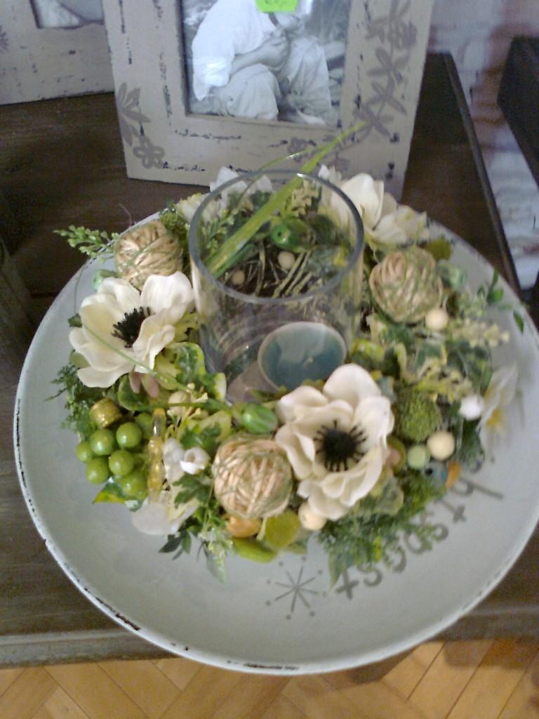 Dekoracje, Violarteka - Wiosenne brzozowe wianuszki z zawilcami, sznurkiem pączkami i w seledynie.znalazły dom .