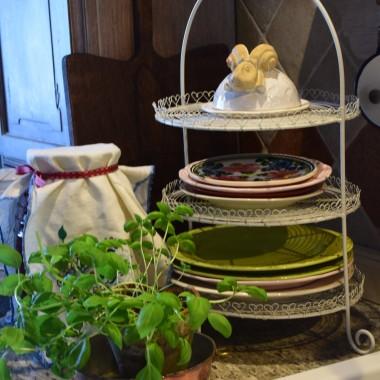 Kuchnię urządziłam w stylu vintage, ale ja wolę mówić, że moja kuchnia jest folkowa. Przez tę moją miłość do staroci zaczyna brakowąć w niej miejsca...