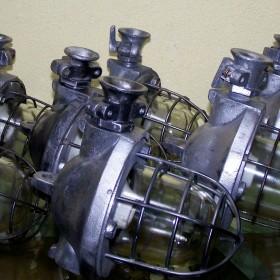 set siedmiu lamp industrialnych