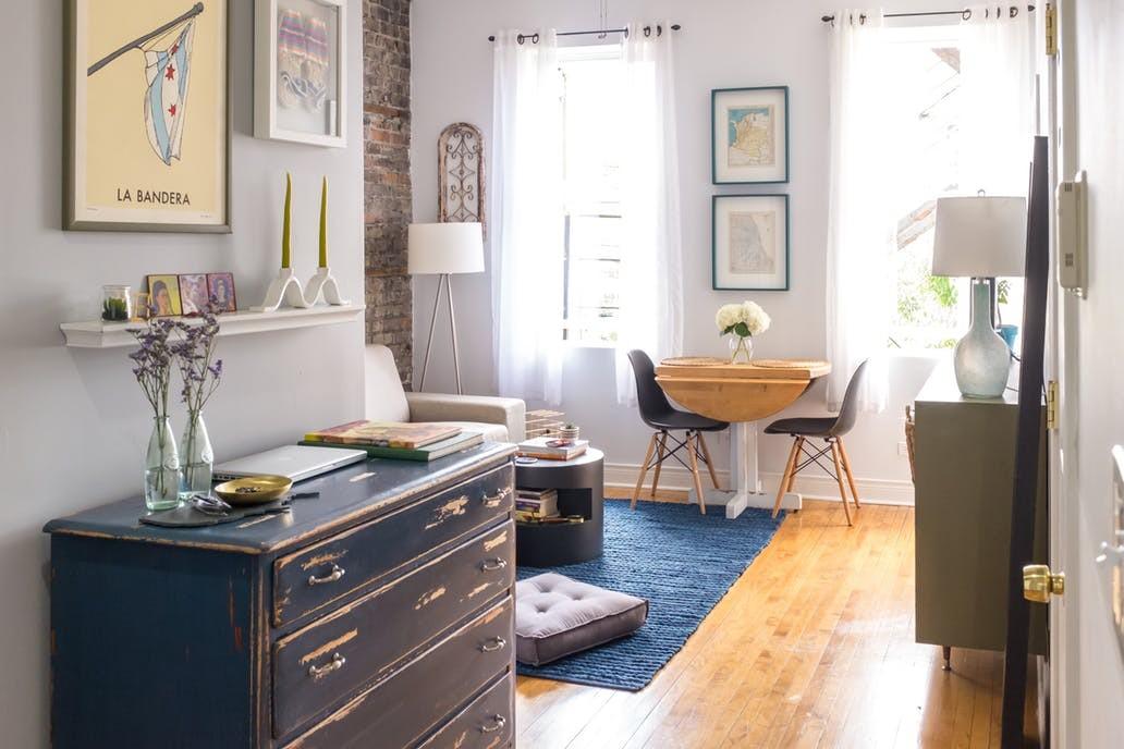 Salon, Małe-duże mieszkanko w Chicago