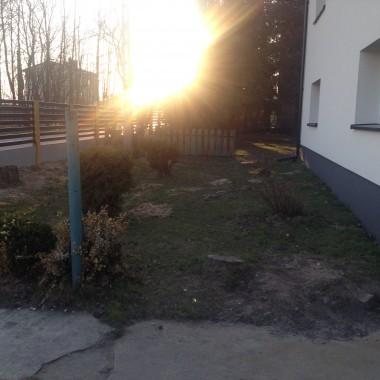 bardzo proszę o pomoc w zmianie mojego mało atrakcyjnego ogródka przed domem...