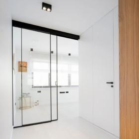 Pięć zalet szklanych ścianek w domu według Raumplus