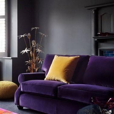 Rok temu był  fiolet shadow,a teraz już fiolet ultra :) Uważam ,że ten kolor można stosować we wnętrzach i nie tylko :) Miłego oglądania :)