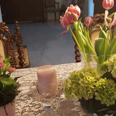 Witajcie , patrzę i podziwiam Wasze piękne galerie ... Teraz mam okazję zaprezentować mój bez ,który zakwitł w ogrodzie zimowym i przepięknie pachnie ,zapach unosi się w całym domu -czujecie??? przy okazji kilka dodatkowych zdjęć ,pozdrawiam serdecznie ,miłego oglądania...
