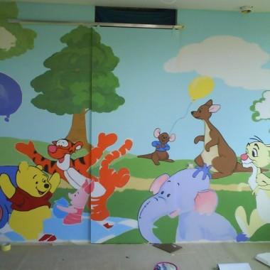 ściana w pokoju Amelki