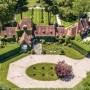 Domy i mieszkania, Tommy Hilfiger sprzedaje swoją posiadłość - Projektant wraz z żoną Dee Ocleppo wystawili na sprzedaż posiadłość w Connecticut w północno-wschodniej części USA.   Fot. Sotheby's Intenational via The Grosby Group/Grosby Group/East News