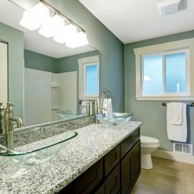 Okiem eksperta: Pomysły na blat łazienkowy