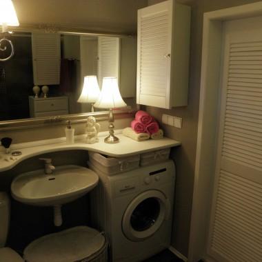 Blat-zawsze miałam za mało miejsca na moje drobiazgiPod umywalka zamontowany bedzie połpostument,zeby zakryc syfon,ale to juz szczegoł