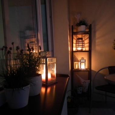 Balkon wieczorową porą