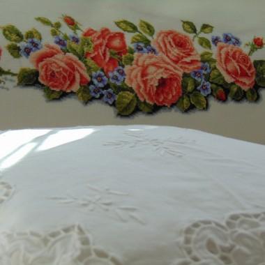 ..............i róże haftowane................