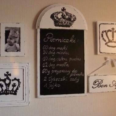 """dla tablicy zrobiłam """"królewską""""obstawę ale się naciełam tych desek i listewek"""