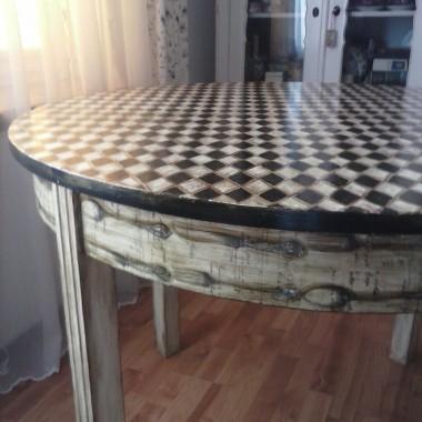 Stół - był sobie brzydal bez jednej nogi...