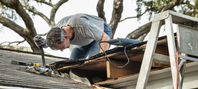 Najczęstsze przyczyny przecieków na dachu