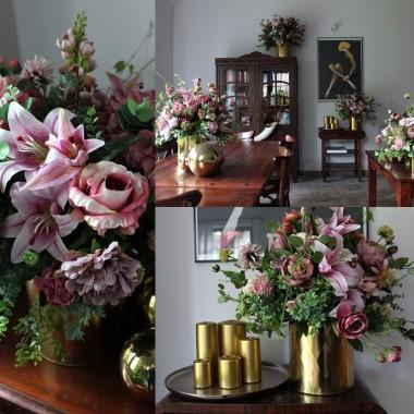 Bukiety kwiatów piękną dekoracją domu