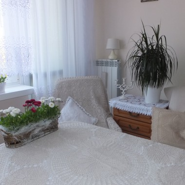 Witam, dziękuję Wam  Kochane Deccorianki za miłe i ciepłe przyjecie mnie do Waszego grona.Zapraszam do mojego skromnego salonu i malutkiej 10 letniej sypialni &#x3B;))Miłego oglądania i pozdrawiam wiosennie.