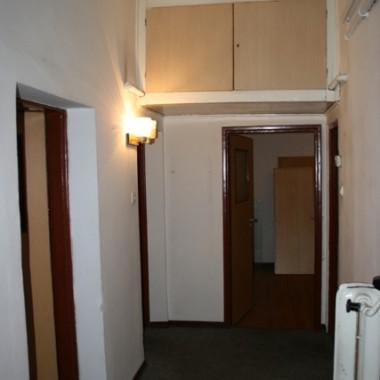 REMONCIK MIESZKANIA W KAMIENICY - HOL