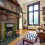 Domy i mieszkania, Tajemnicza posiadłość Brankesmere wystawiona na sprzedaż - Wewnątrz budynku nie zabrakło imponujących gzymsów, drewnianych rzeźb i zabytkowej stolarki.  Źródło: Fine & Country/Solent News & Photo Agency/Solent News/East News