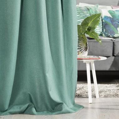 Miętowy kolor wnosi do mieszkania powiew świeżości i wiosny, a przy tym jest niezwykle modny w tym sezonie. Jak go wykorzystać – jakie ma zalety, z jakimi materiałami i kolorami go łączyć, jakie połączenia są bardziej awangardowe i oryginalne, a których lepiej unikać? Jak można go zaaranżować i wykorzystać w różnych wnętrzach?