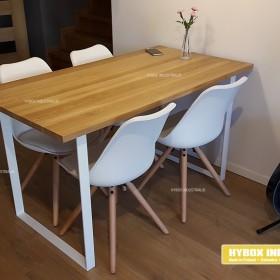Lekki optycznie stół obiadowy