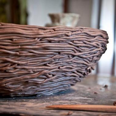 Gliniana umywalka ze splotką z gliny