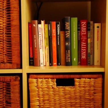Tu niestety sięgnie, więc jak tylko kupię kolejne koszyki, to zabiorę stąd mój księgozbiór :-)
