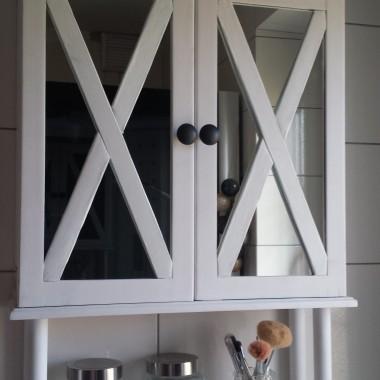 DIY - biała szafka łazienkowa.