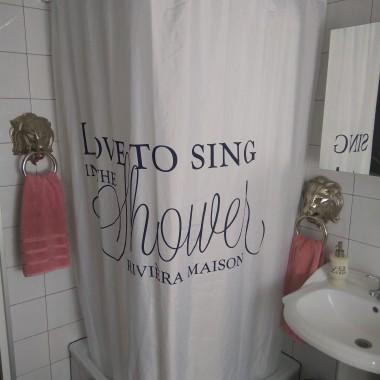 Łazienka. Ręczniki zmieniam w zależności od nastroju. Wykluczam tylko biel i czerń.