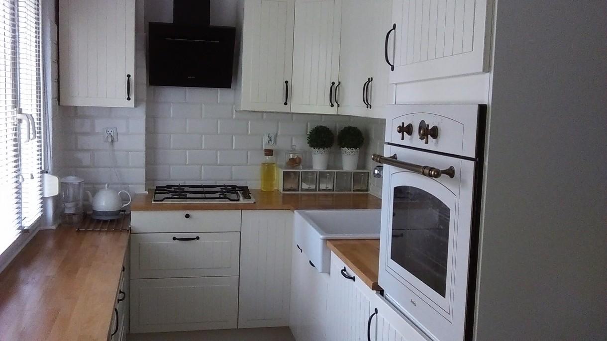 Pomieszczenie Combo Kuchnia Przedpokój I Kącik Tv W Jednym