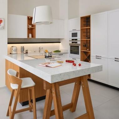 Blat kuchenny w małym pomieszczeniu