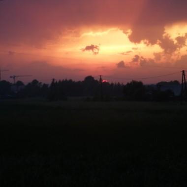 jak byłam z córką w szpitalu mąż przejął obowiązki głównego fotografa i pstryknął widoczek zachodzącego słońca.... a na jego tle autostradowe żurawie...nowy dodatek do naszego horyzontu...