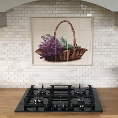 Dekor do tej kuchni namalowałam w grudniu zeszłego roku, nie liczyłam na zdjęcia aż tu miła niespodzianka! - klient podesłał kilka fajnych ujęć z gotowej realizacji :)