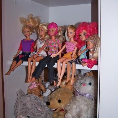 Oczywiście Barbie nie może zabraknąć,pokój dziewczynki bez Barbie nierealny&#x3B;)
