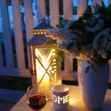 Czas pędzi nieubłaganie...kolejne lato...i znów wszystko pięknie zakwitło. Miłego letniego odpoczynku życzę .