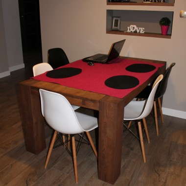 stół bez bieżnika &#x3B;-)
