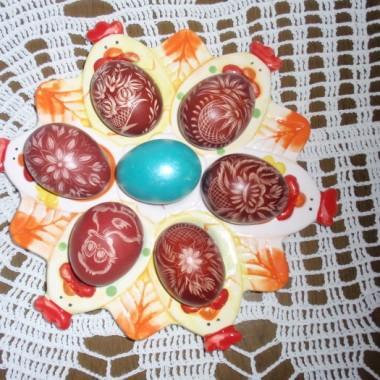 Wszystko  mojego wyrobu, serwetki jaja a nawet papierowe kwiaty. Skrobie od lat,  malować zaczełam w tym roku.
