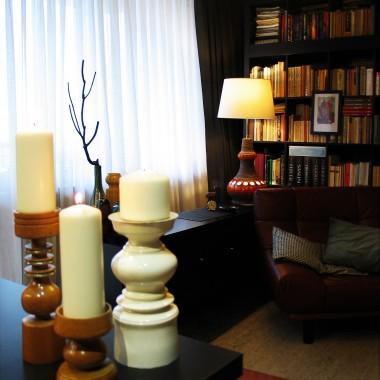 """Trochę czasu minęło od ostatniej galerii:-D  Przez ten czas przeorganizowaliśmy sypialnię, norę i  wymościliśmy sobie nowiutkie gniazdo do  oglądania filmów:-D Przybyło nam kilka ciemnych ścian i białych sufitów, para starych mebli, trochę ceramiki i (nie ukrywam bo z tego naprawdę się cieszę :-D) dość istotna porcja  zadowolenia z własnego mieszkania :-D. Jesteśmy nadal """"w drodze"""" do realizacji planu, którego pierwszym krokiem były zmiany w kuchni:-D Zapraszam serdecznie i jak zwykle z góry dziękuję za wszystkie Wasze uwagi :-D"""