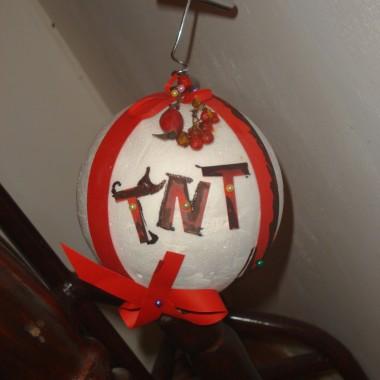 styropianowa  kula&#x3B; kokardki&#x3B; korkociąg i świąteczna bąbka gotowa &#x3B;)
