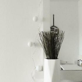 DIY lampki z piłek do ping-ponga