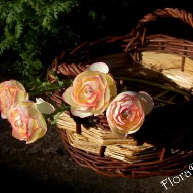 Sztuczne kwiaty oraz inne dekoracje..