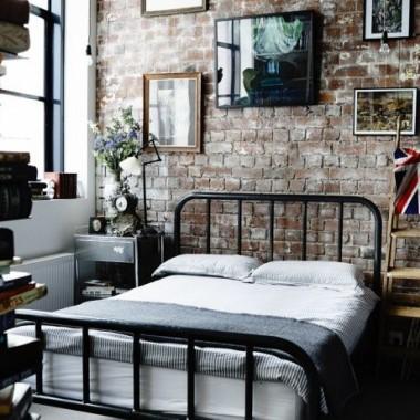 Cegła w sypialni jest świetnym pomysłem. Pomimo surowego, industrialnego charakteru może stworzyć wnętrze ciepłe, przytulne i bardzo gustowne.https://pl.pinterest.com/pin/ATzyGs0ERhpboH0LAzQTZ0ICvQubMXor8Jmqw3n7VF04zB_QuKWLnnw/